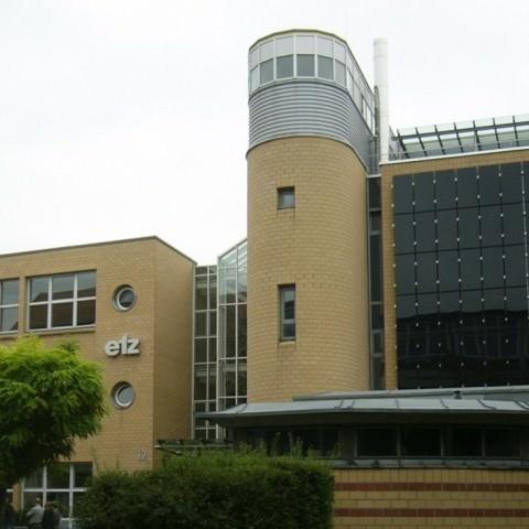 Solarstromanlage Stuttgart-Bad Cannstatt (2009), Fassadenanlage